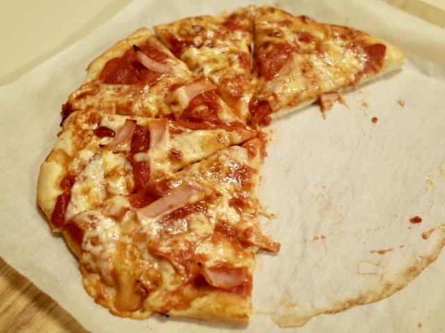 ピザ 生焼け